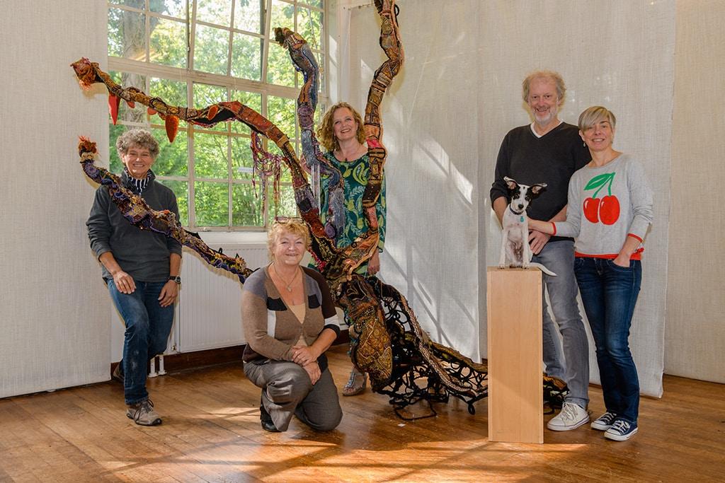 v.l.n.r. Joke L.C. van Beetem, Trudie van Haaster, Odile Oort, Koen en Dees Wilgehof-Sodaar